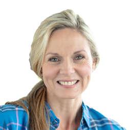 Tina Scott (Isabel`s Mum)